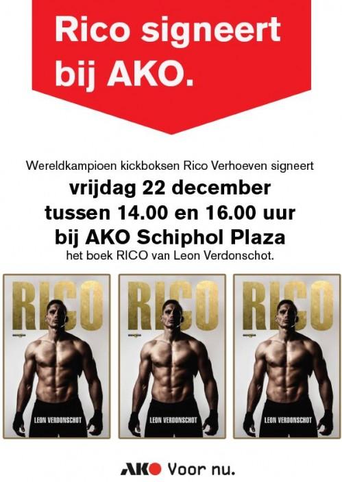 Rico verhoeven signeert bij AKO op Schiphol Plaza
