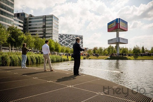 What do boats, men in suits and WTC Schiphol have in common?