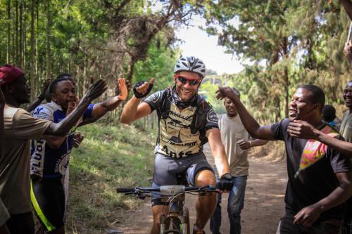 Wil jij mountainbiken voor Amref Flying Doctors? Uniek: AKO betaalt voor 4 personen de volledige deelnamekosten (t.w.v. €2199,-)!