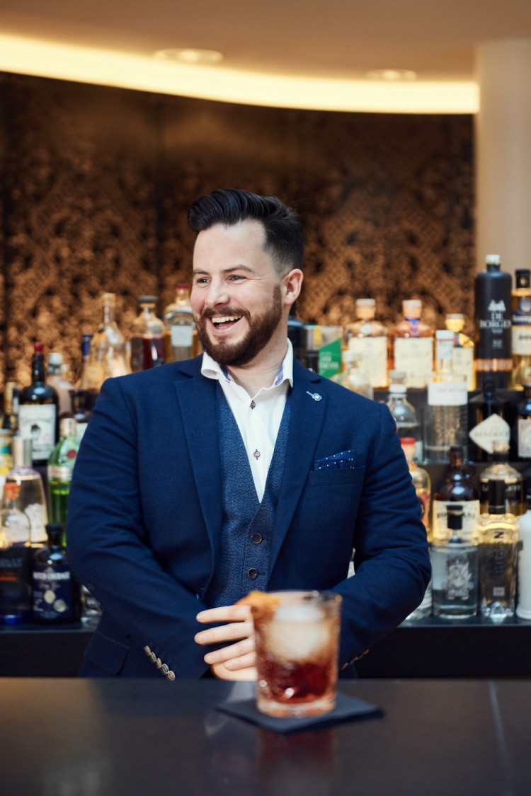 Bar Manager Lewis: from Glasgow to Schiphol