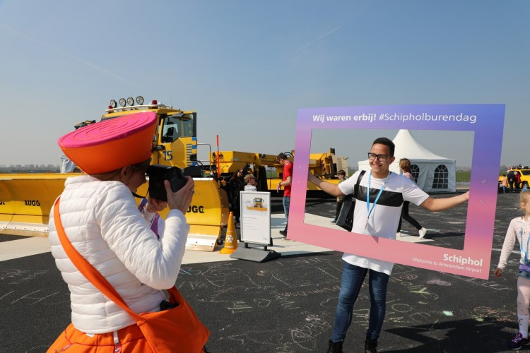 Behind-the-scenes look at runway maintenance at Schiphol proves popular