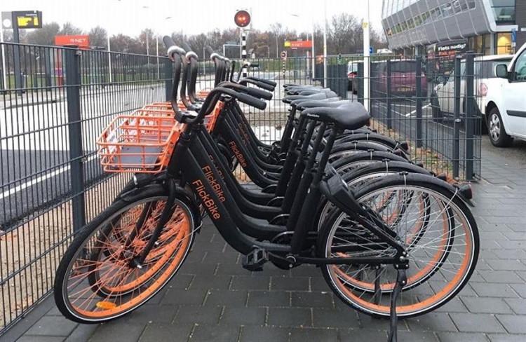 Pak jij ook de fiets? Deelfietsen pilot van start op Schiphol-Oost