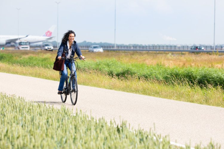 Experience the advantages of commuting on an e-bike by participating in this free, 2-week trial!